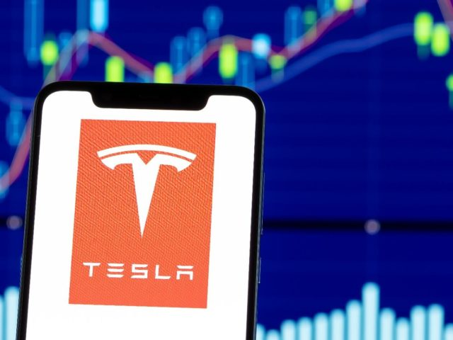 Bitcoin meno rischioso di Tesla, Ethereum a 10.500 USD + altre notizie