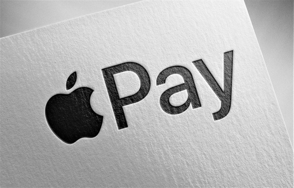 Coinbase aggiunge Apple Pay e Google Pay alla carta di debito cripto