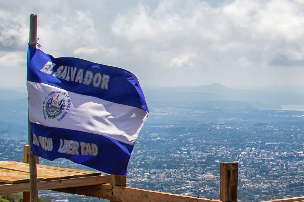 El Salvador: Economisti vogliono abrogare la legge su Bitcoin, il Presidente si aggiudica un alleato chiave