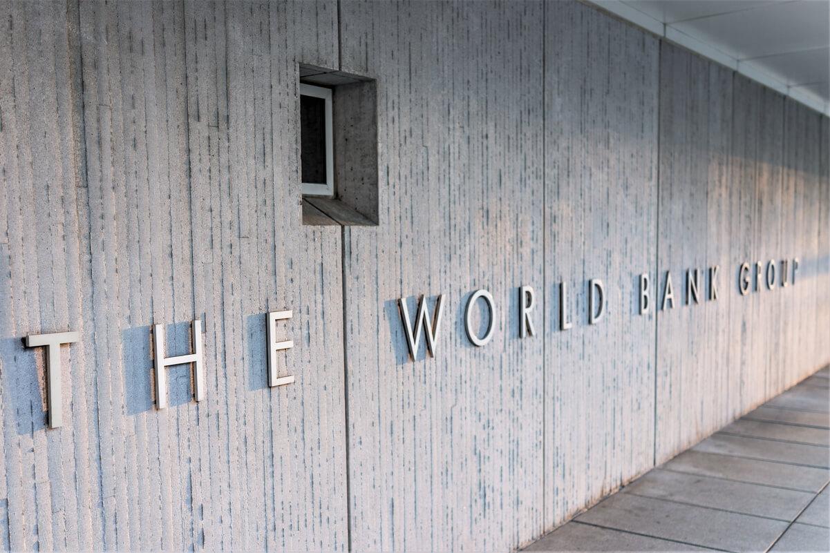 Banca Mondiale accusata di ignoranza e ipocrisia perché si rifiuta di aiutare El Salvador