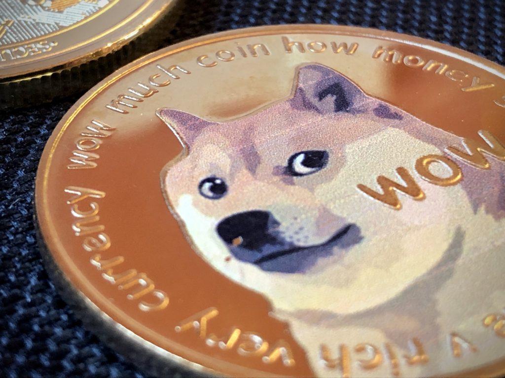 Dogecoin è sul punto di uscire dalla top 10 crypto